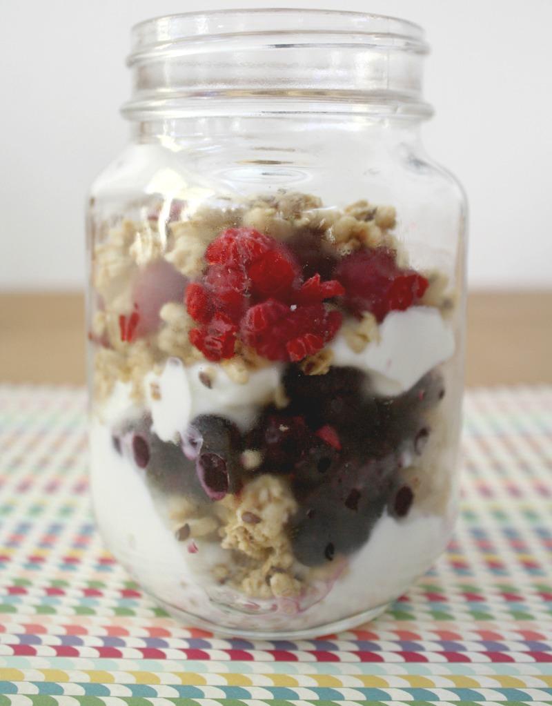 yogurt parfait, yogurt parfaits, fruit yogurt parfait, parfait recipes, parfait recipe, parfait yogurt, greek yogurt parfait, berry parfait, how to make parfait, make parfait